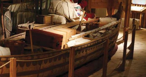 Photo of the Voyageur canoe.