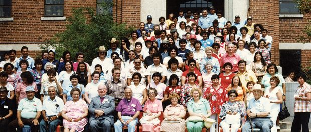 A photo of the 1981 reunion of Shingwauk survivors, former staff, and family members.